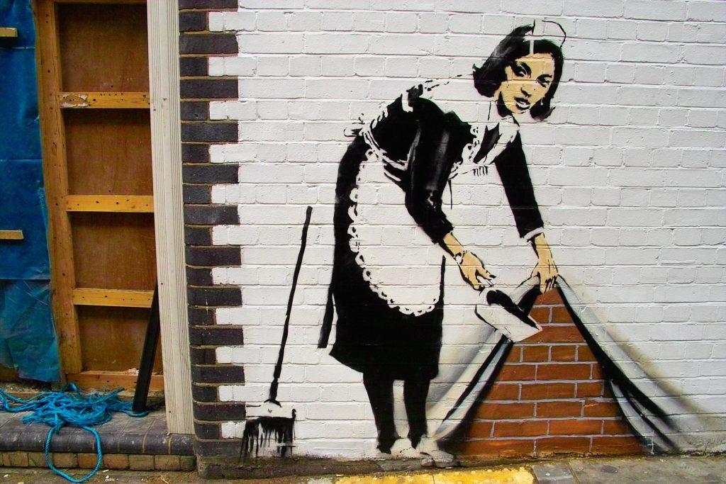 Banksy-donna pulizie